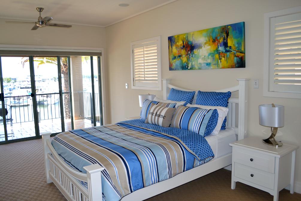hope island bedroom 01